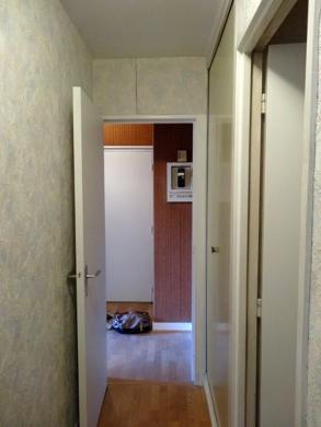 AVANT : du couloir vers l'entrée