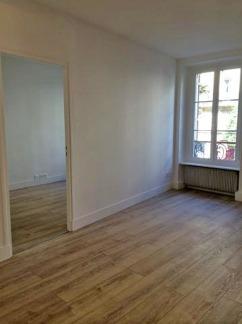 AVANT : l'espace salon et l'entrée de la chambre