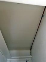 AVANT - le plafond de l'entrée, inexploité, inesthétique