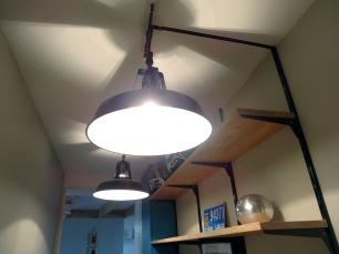 APRÈS - le plafond de l'entrée, utile sur toute sa hauteur