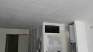 SÉJOUR : TRAVAUX Une fenêtre en hauteur : la future salle de bain prend forme