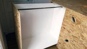 APRES : de vrais rangements escamotables sous le lit-podium