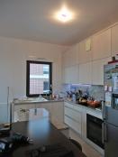 AVANT : cuisine ouverte sur le séjour, vue depuis l'entrée de la pièce