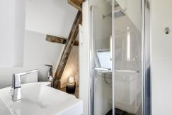 APRES : l'espace optimisé pour une douche confortable