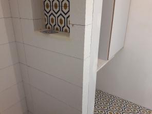 TRAVAUX : une nouvelle salle d'eau très géométrique