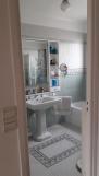 AVANT : une salle de bain familiale triste et datée
