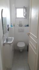 AVANT : des WC très (trop !) blanc