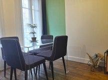 """Séjour : une table """"invisible"""" toute en légèreté"""